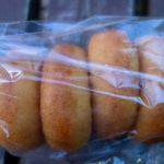 ビニール袋に入ったパン